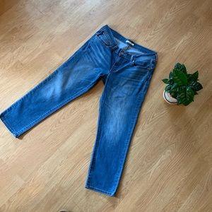 Levi's medium wash boyfriend jeans